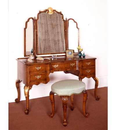 TCHMGDW walnut and parcel dressing table